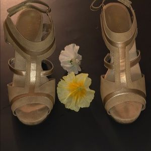 Aerosoles size 10 comfort gold strapped sandals